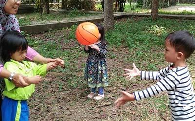 bermain-dengan-bola